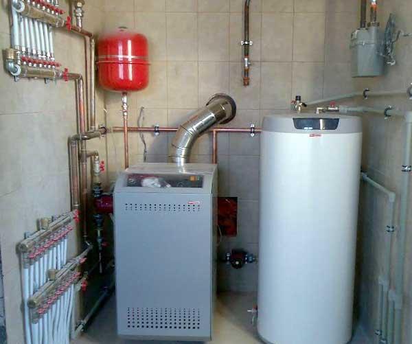 В такой маленькой и герметичной котельной нужно очень эффективная вентиляция, здесь скорее всего есть нарушения по габаритам