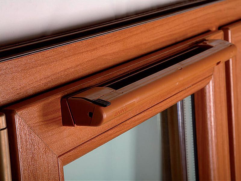 Клапан может быть декорировать под любой дизайн окна