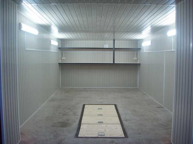 Современное оформление гаража - вентканал с вентилятором защищен решеткой