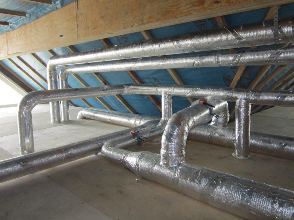 Если здание достаточно большое, то актуально устройство сложной вентиляционной системы