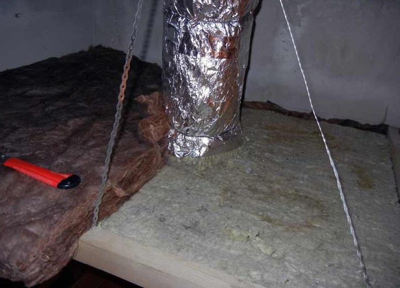 Изоляция сверху вентканала защитит конструкцию от внешних воздействий также