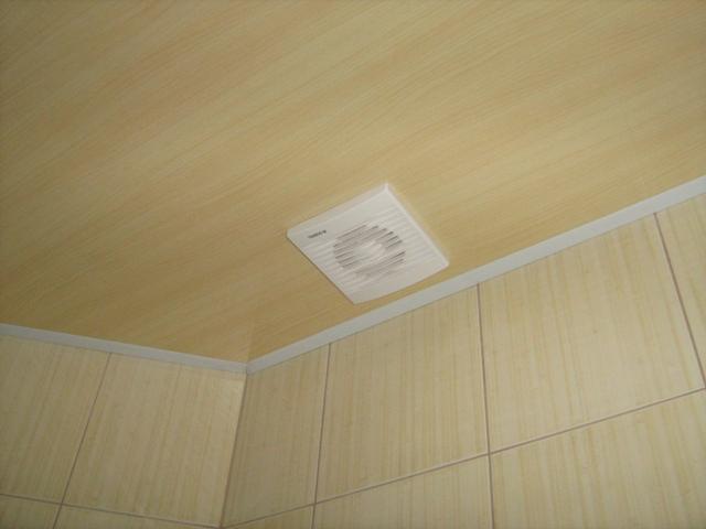 Потолочная вентиляция крайне необходима в очень герметичных помещениях