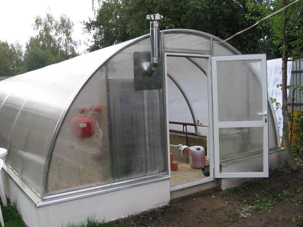 Часто огородники выбирают комбинированную вентиляцию