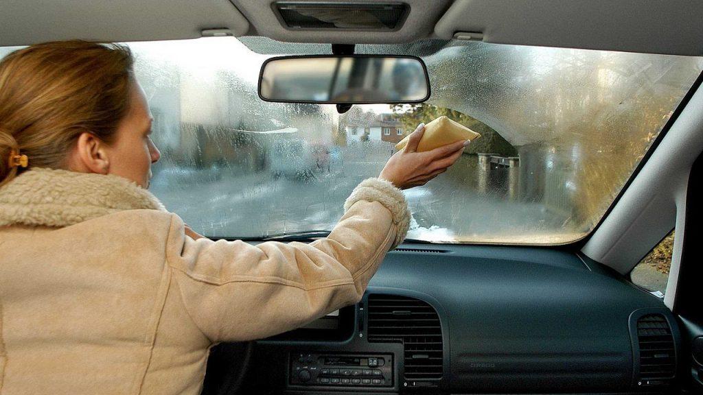 Влага в салоне авто - проблема практически всех автомобилистов