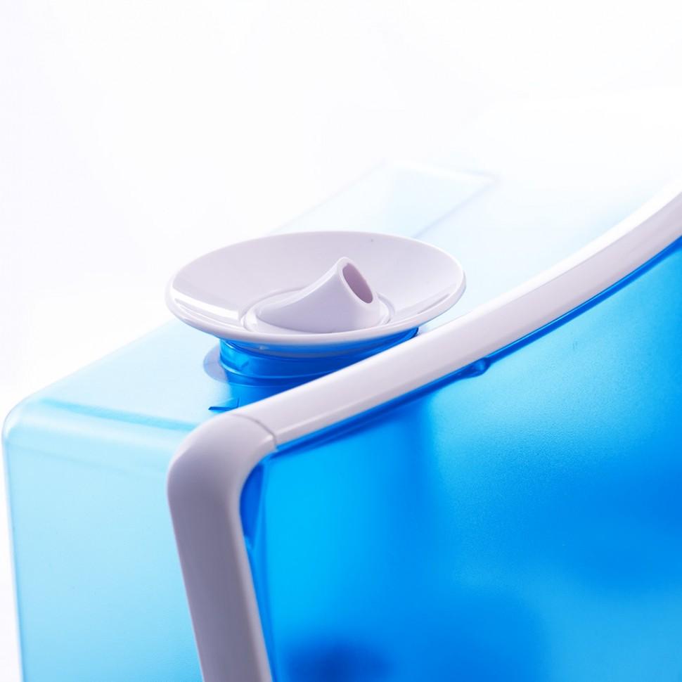 Периодически нужно чистить отверстие, через которое влага попадает в воздух