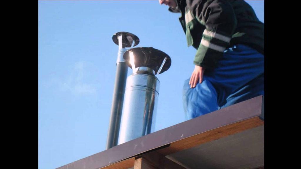 Снаружи вентиляция защищается, как минимум колпаком