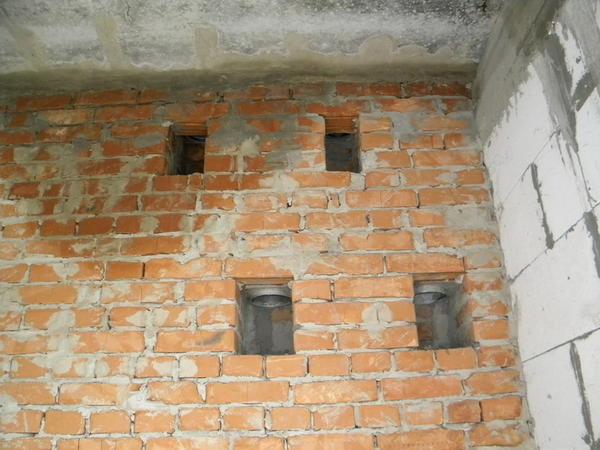 Вентиляционная шахта выводит отработанный воздух из разных помещений