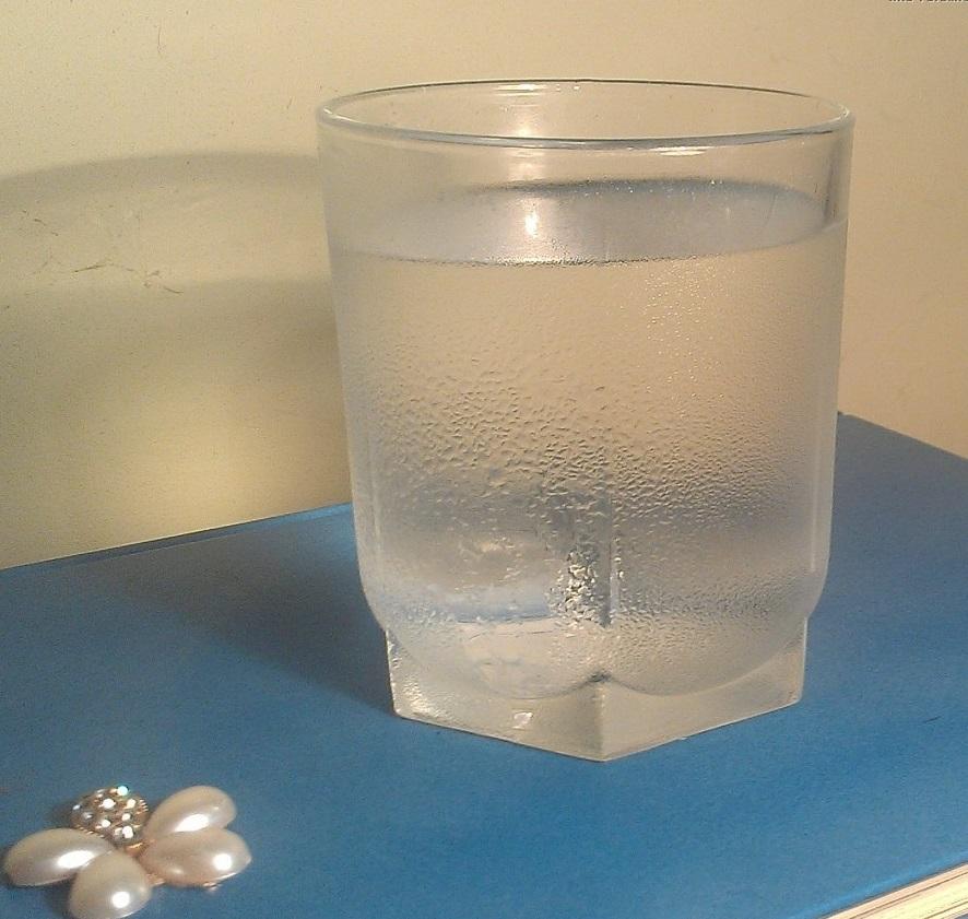 Тестировать уровень влажности можно с помощью простого стакана