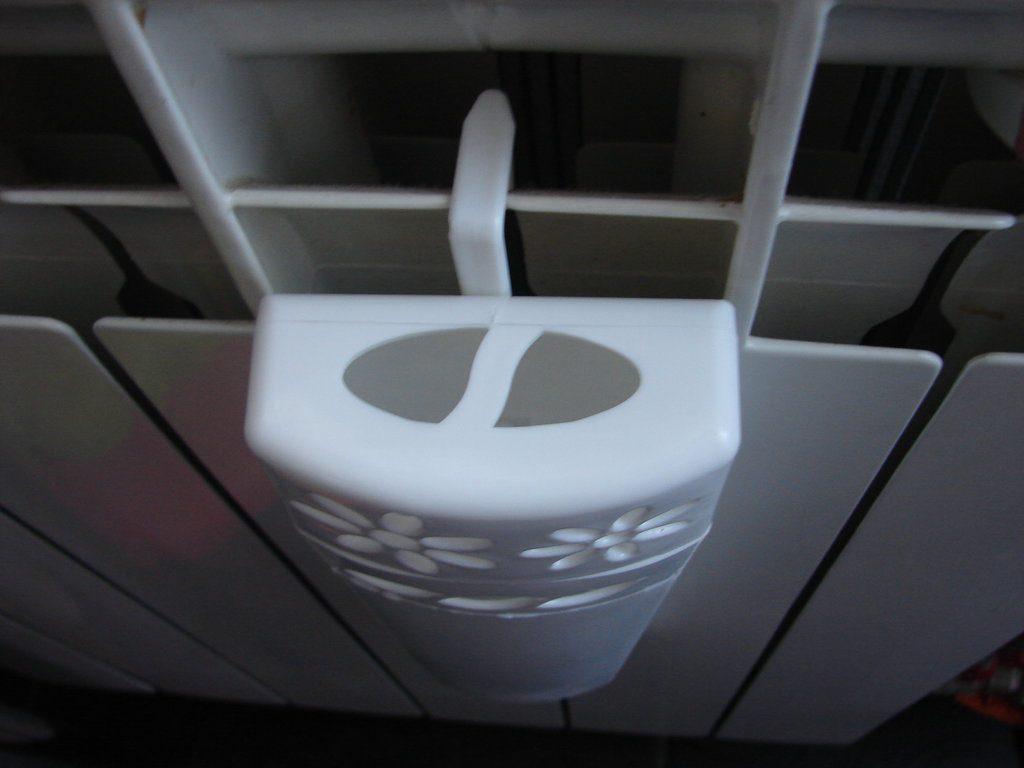 Пластиковая емкость для радиаторного увлажнителя