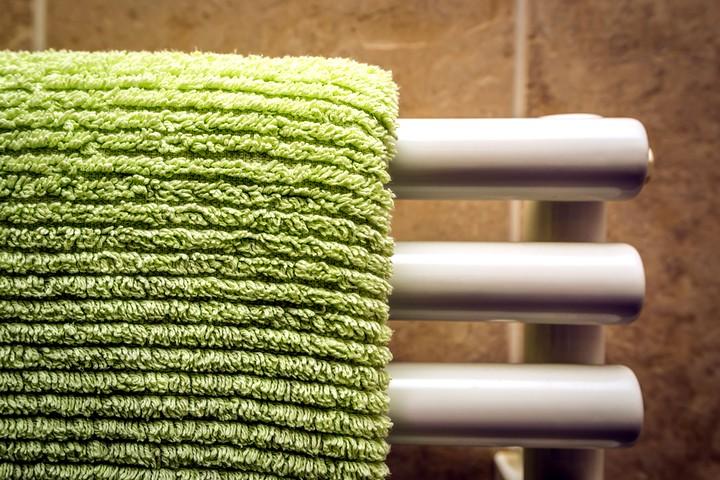 Полотенцесушитель + мокрое полотенце = источник дополнительной влаги в доме