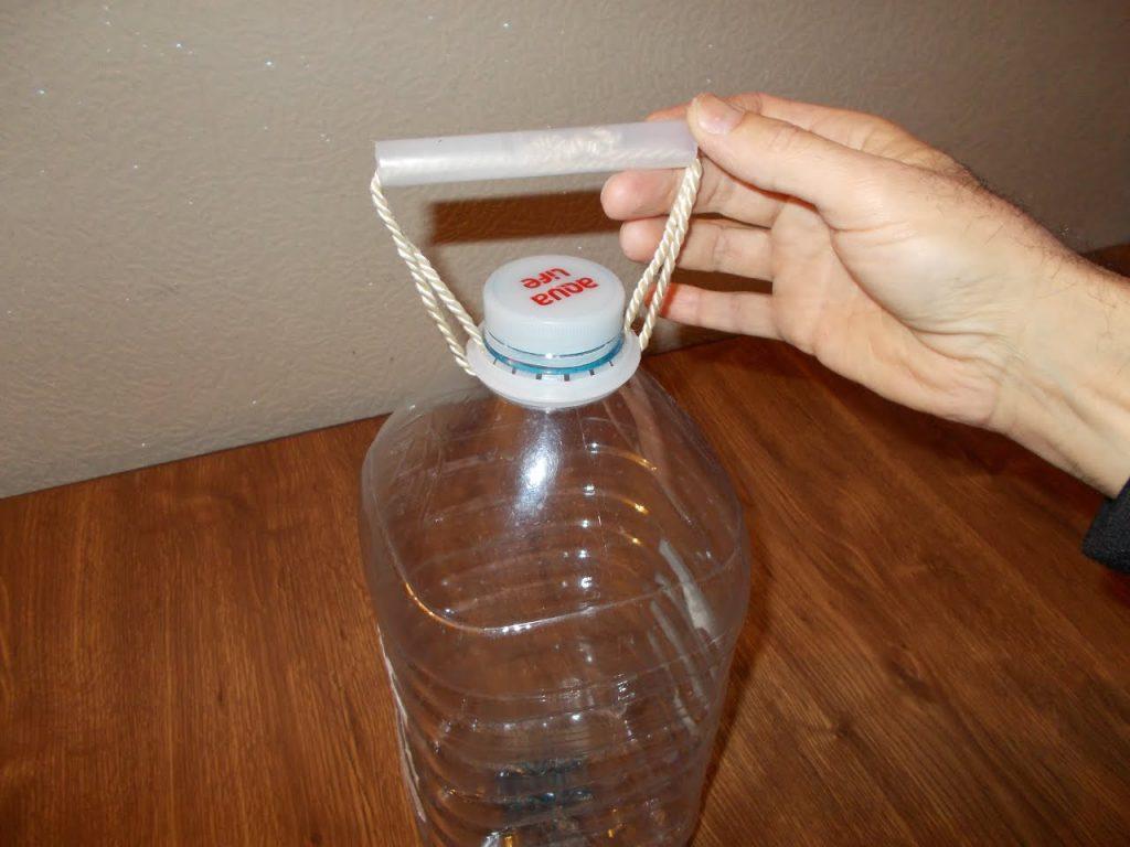 Из 6-литровой бутылки можно сделать эффективный увлажнитель