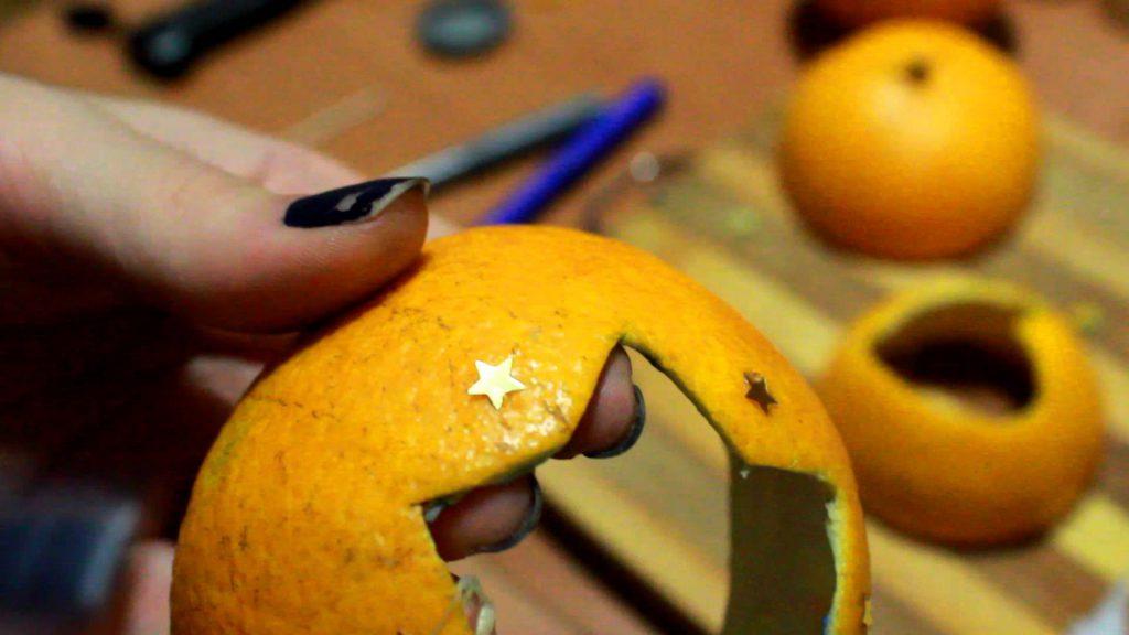 Подсвечник из апельсиновой корки изготовить совсем несложно