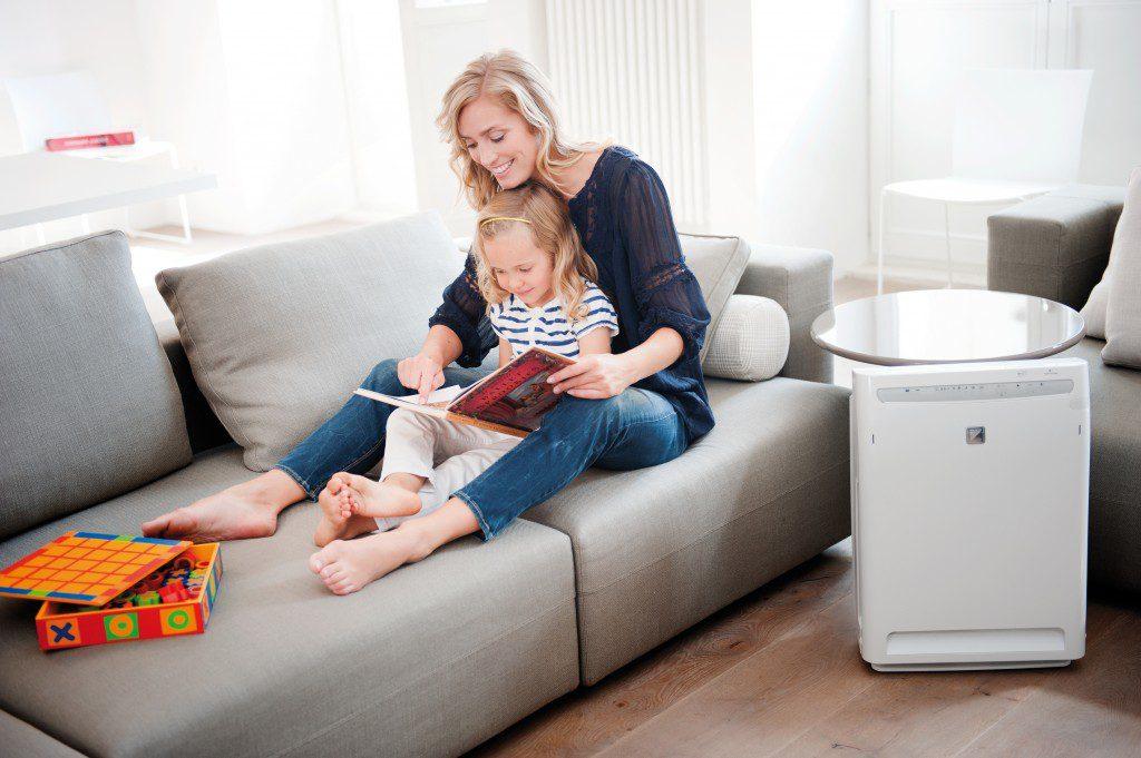 У малыша плохое настроение - обратите внимание, возможно в его комнате загрязненный и сухой воздух