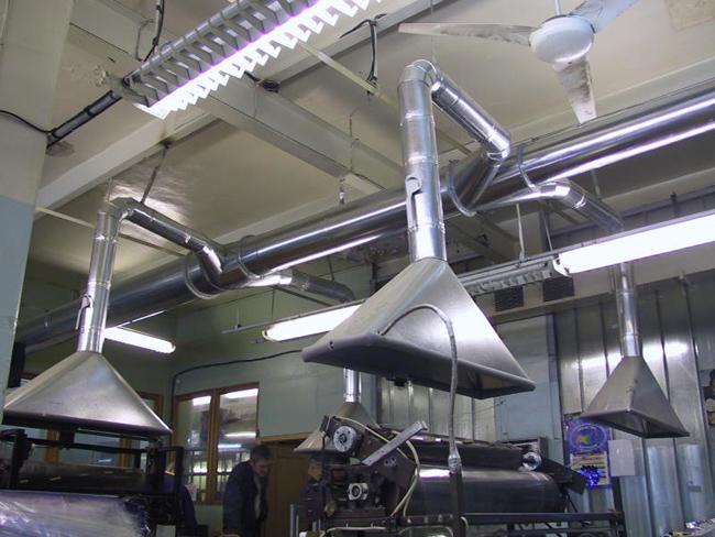 Над каждый рабочим местом устанавливается вытяжной вентилятор