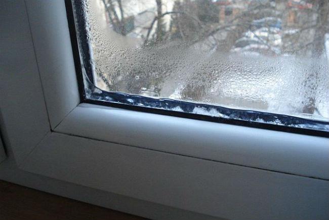 Запотевание на пластиковых окнах